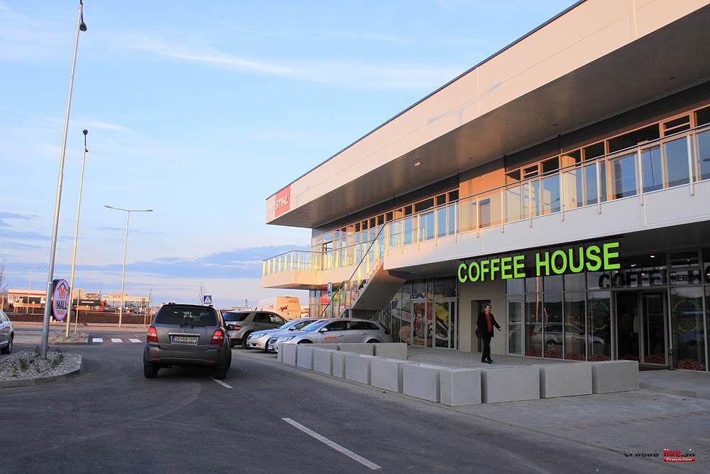 7824669b21 Pri obchvate otvorili nové obchodné centrum The Mall s hypermarketom ...