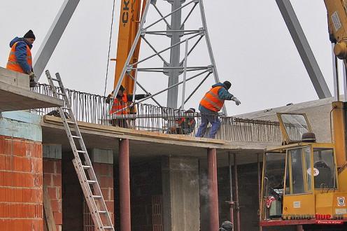 robotnici-stavba