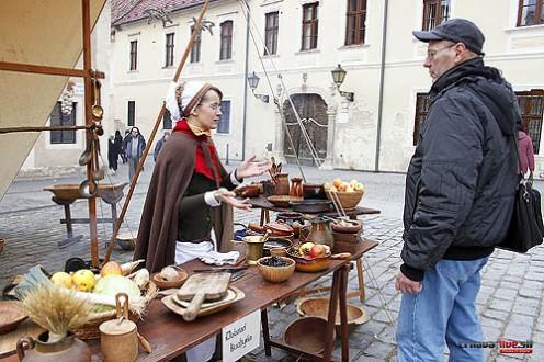 stredoveky-trh-tt