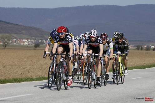 cyklisti-peloton