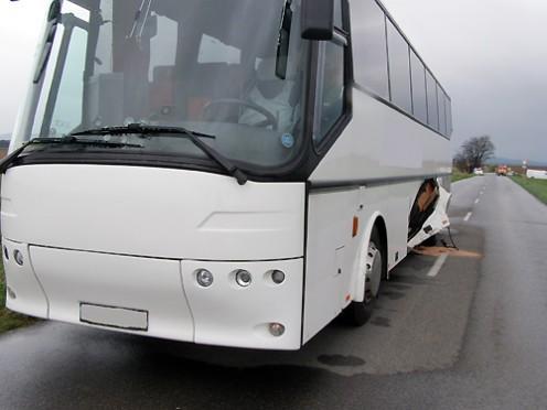 nehoda-mazda-autobus-2