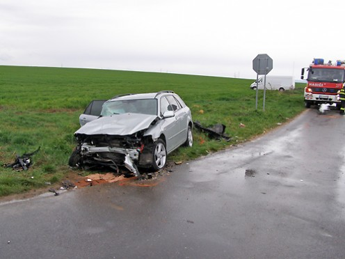 nehoda-mazda-autobus-3