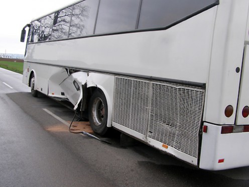 nehoda-mazda-autobus-4